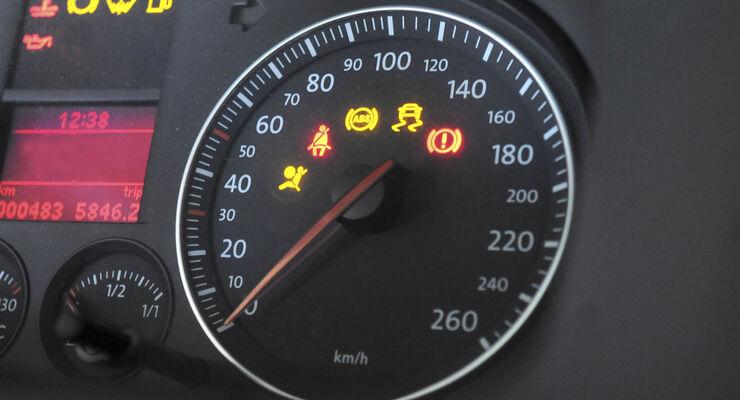 Beim Kauf eines neuen oder gebrauchten Autos wird auf viele Details geachtet. Welche Sicherheits-Features wichtig sind und  ein gerbrauchtes Auto haben solle verrät der Experte von TÜV SÜD.