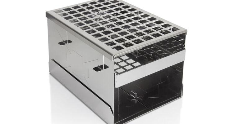 Die Minifeuerstelle von Petromax ist eine robuste und umweltfreundliche Koch- und Feuerstelle, zum zusammenklappen ist. Sie sorgt auch bei Minusgraden für mehr als nur warme Hände.
