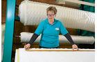 Jede Matratze bekommt einen speziell für sie gefertigten Bezug.