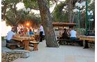 Platzeigenes Restaurant an der Strandpromenade.