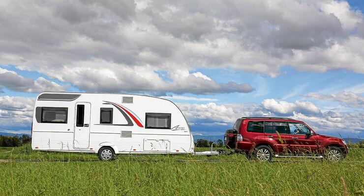 Wohnwagen Mit Etagenbett Und Einzelbetten : Bürstner averso plus kombination aus hubbett und einzelbetten