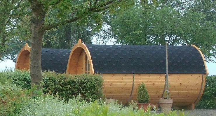 Das Schlafen im Fass hat Geschichte in Konstanz. Jetzt können Gäste auf dem Campingplatz Klausenhorn eine Zeitreise ins tiefe Mittelalter machen, indem Sie im Weinfass übernachten.