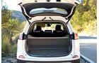 Der Laderaum ist mit 501 Liter Volumen nur 46 Liter kleiner als im Benzin- bzw. Diesel-RAV4.