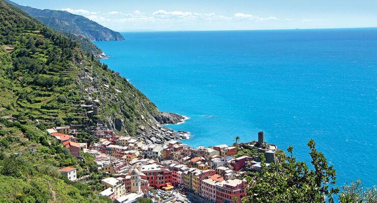 In den Cinque Terre eroeffnen sich stets neue Ausblicke.