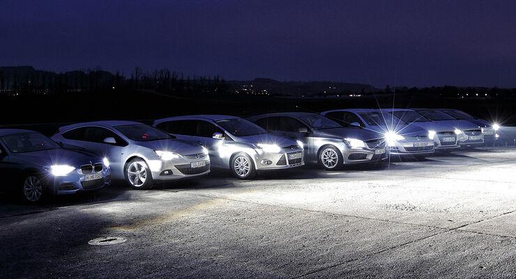 Intelligente Scheinwerfer passen sich automatisch an die Verkehrssituation an und leuchten dadurch deutlich besser aus.