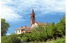 Kirche bei Manzoni im typischen Stil des piemontesischen Barocks.