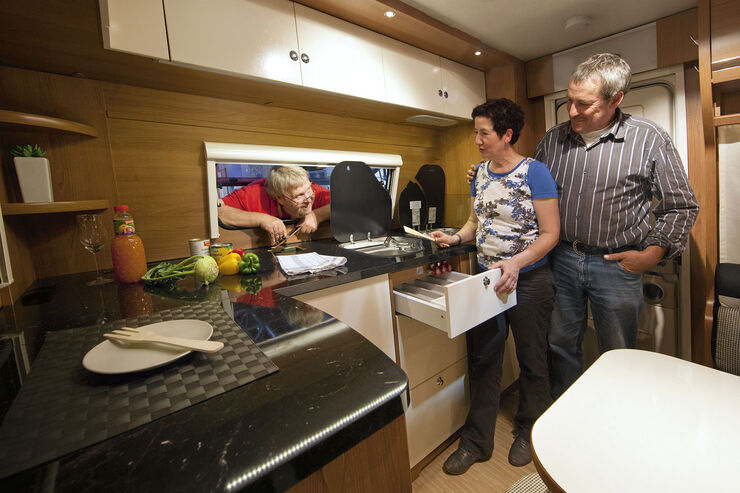 report neue k chen auf dem caravan salon lust aufs kochen caravaning. Black Bedroom Furniture Sets. Home Design Ideas