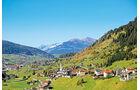 Stadt Tinizong am Julierpass inmitten der Talschaft Oberhalbstein.