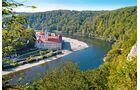 Zum Kloster Weltenburg führt ein beliebter Wanderweg vom Ort Kelheim